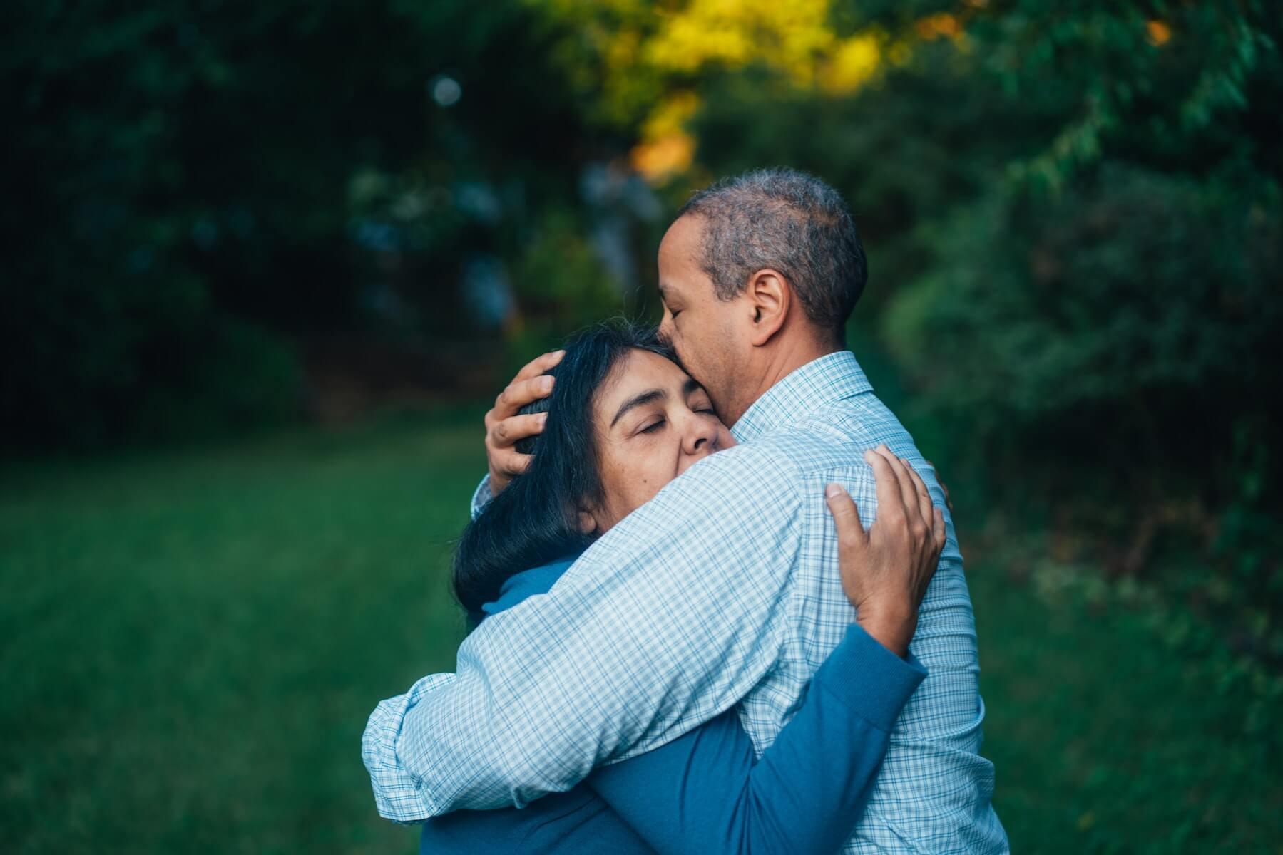 two people hugging cancer surviver oncology nurse