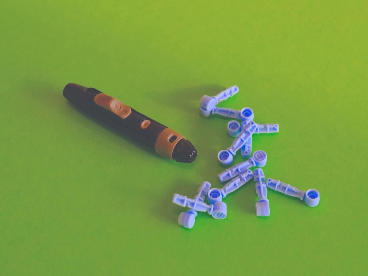 finger prick tool for diabetes nurses and diabetes management