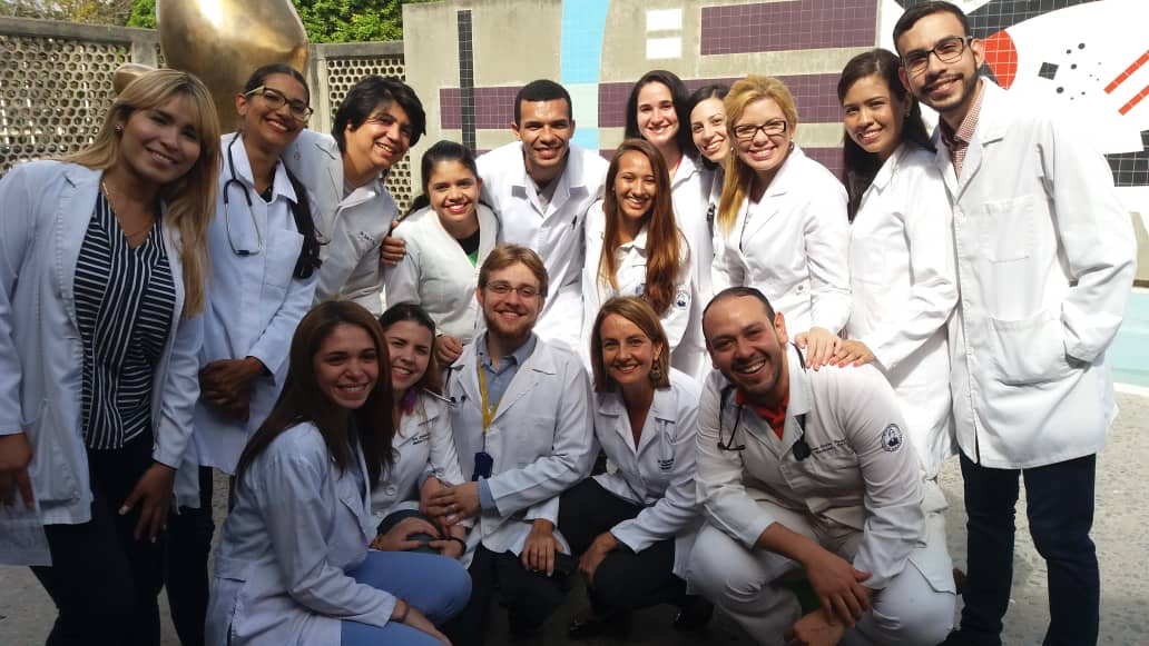 Junior doctors are at the forefront of medical care in state hospitals. Healing Venezuela is supporting 130 junior doctors with a monthly scholarship