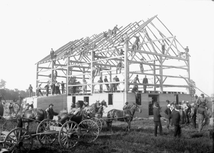 Barn_raising_-_Leckie's_barn_completed_in_frame