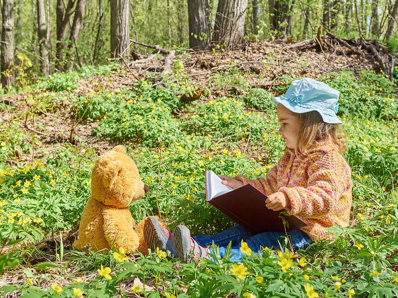 toddler reading for world book day