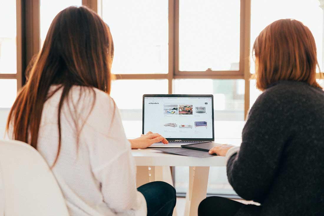42 presentation ideas, two women creating a presentation