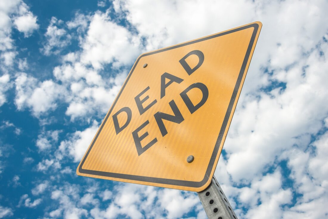 Image contains a yellow sign that says dead end