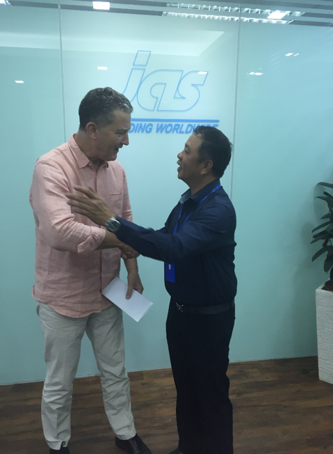 Mr. Julian Hyde, General Manager – Reef Check Malaysia (on the left) with the Mr. Mervin Lin, Managing Director – JAS Worldwide Malaysia (on the right)
