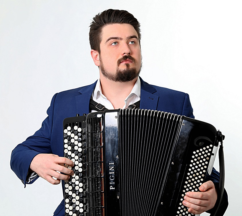 Bartosz Glowacki (accordion)