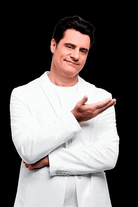 Homem com roupa branca indicando ao lado o Simulador de Consórcio.
