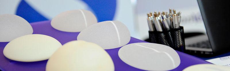 Quais são os tipos e como escolher uma prótese de silicone?