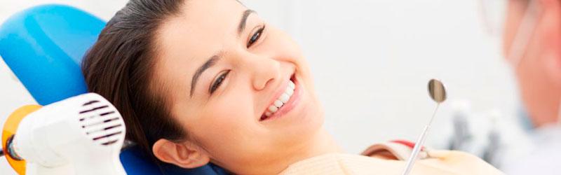 Como funciona o clareamento dos dentes?
