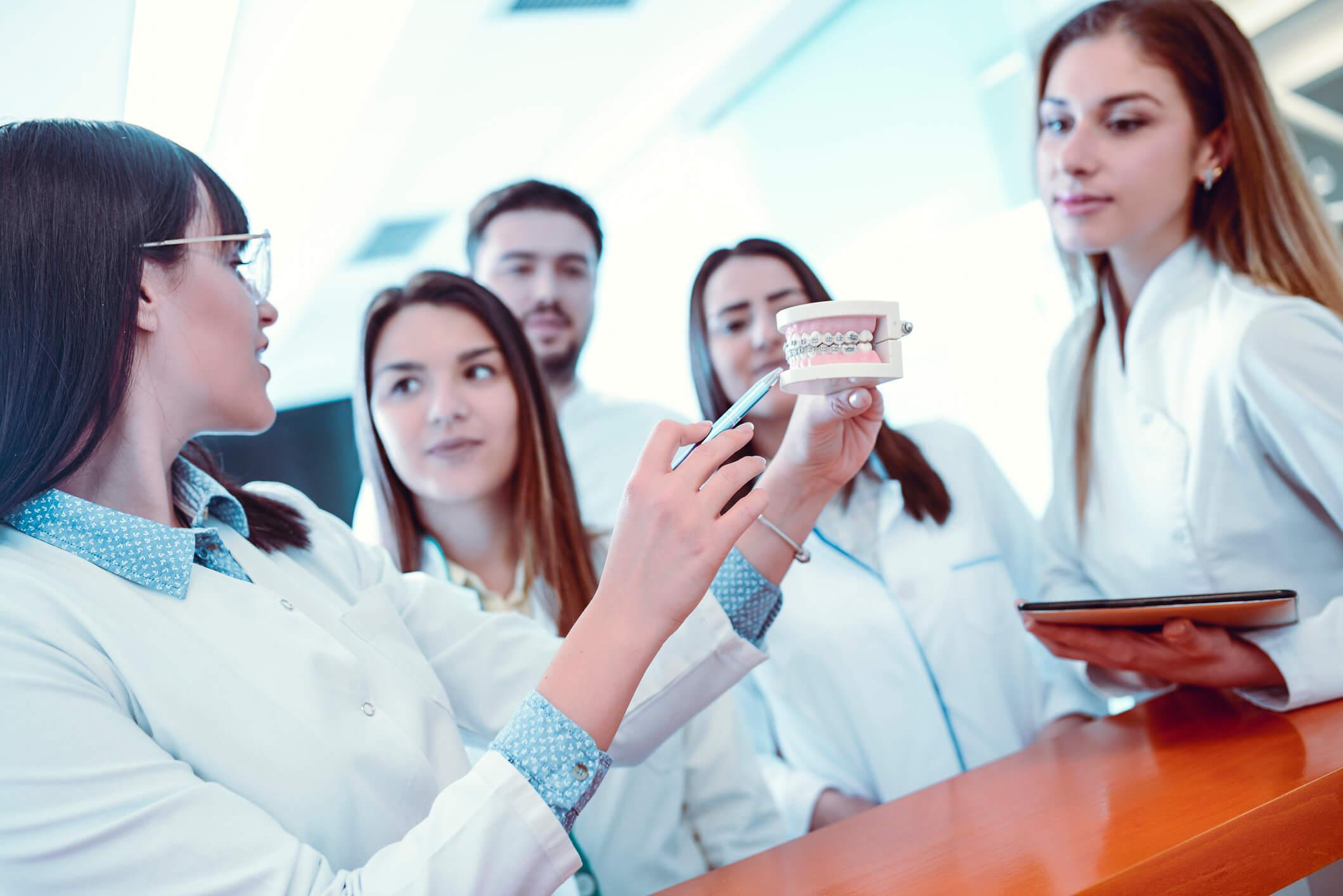 Entenda como é o curso e o mercado de Odontologia