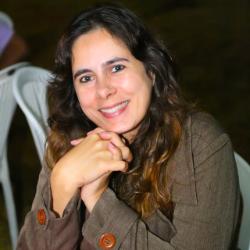 Ana Claudia de Oliveira