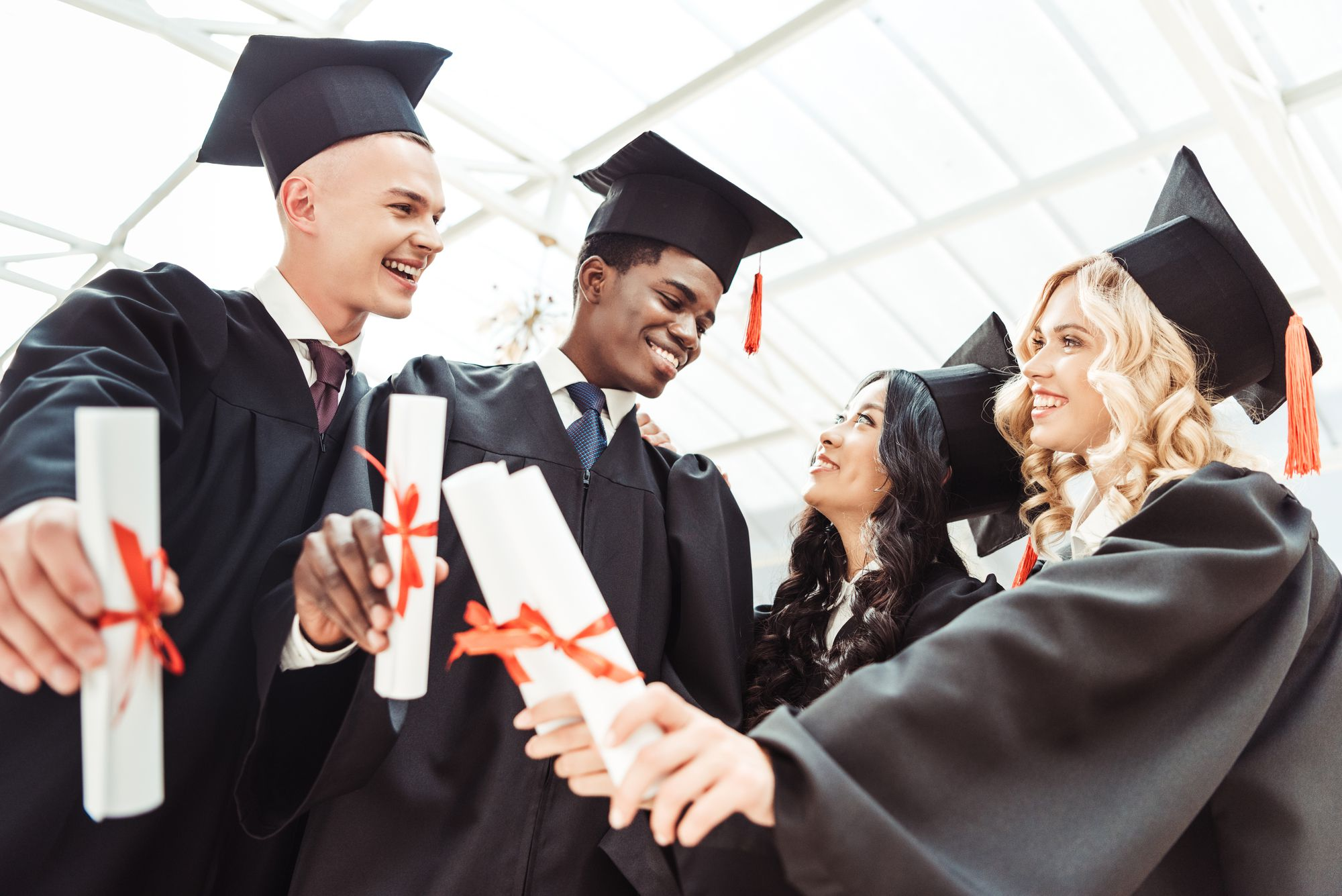 Entenda qual é a importância da faculdade para o currículo