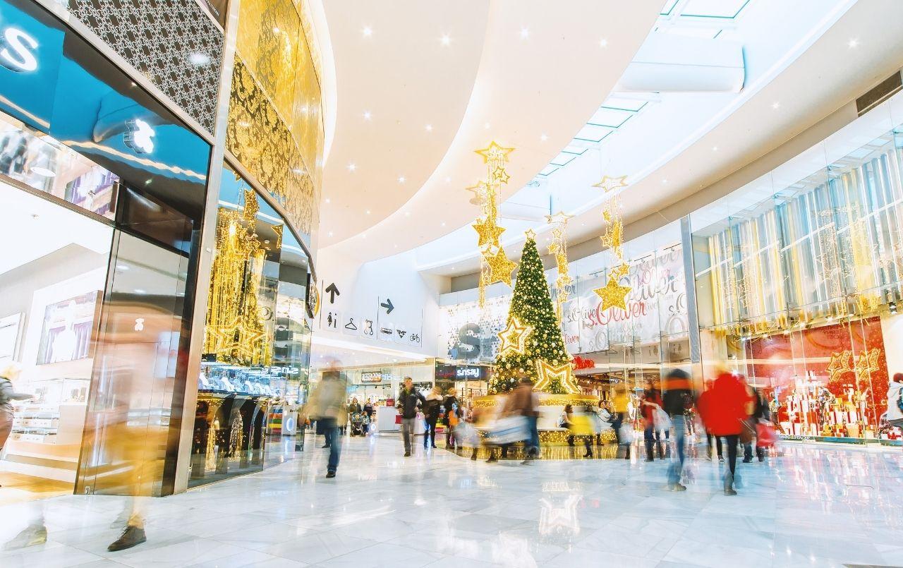 Compras de Natal: como gastar pouco e presentear toda a família?