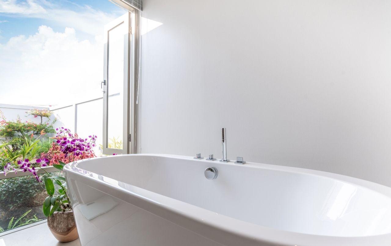 Entenda como é possível ter uma banheira em casa