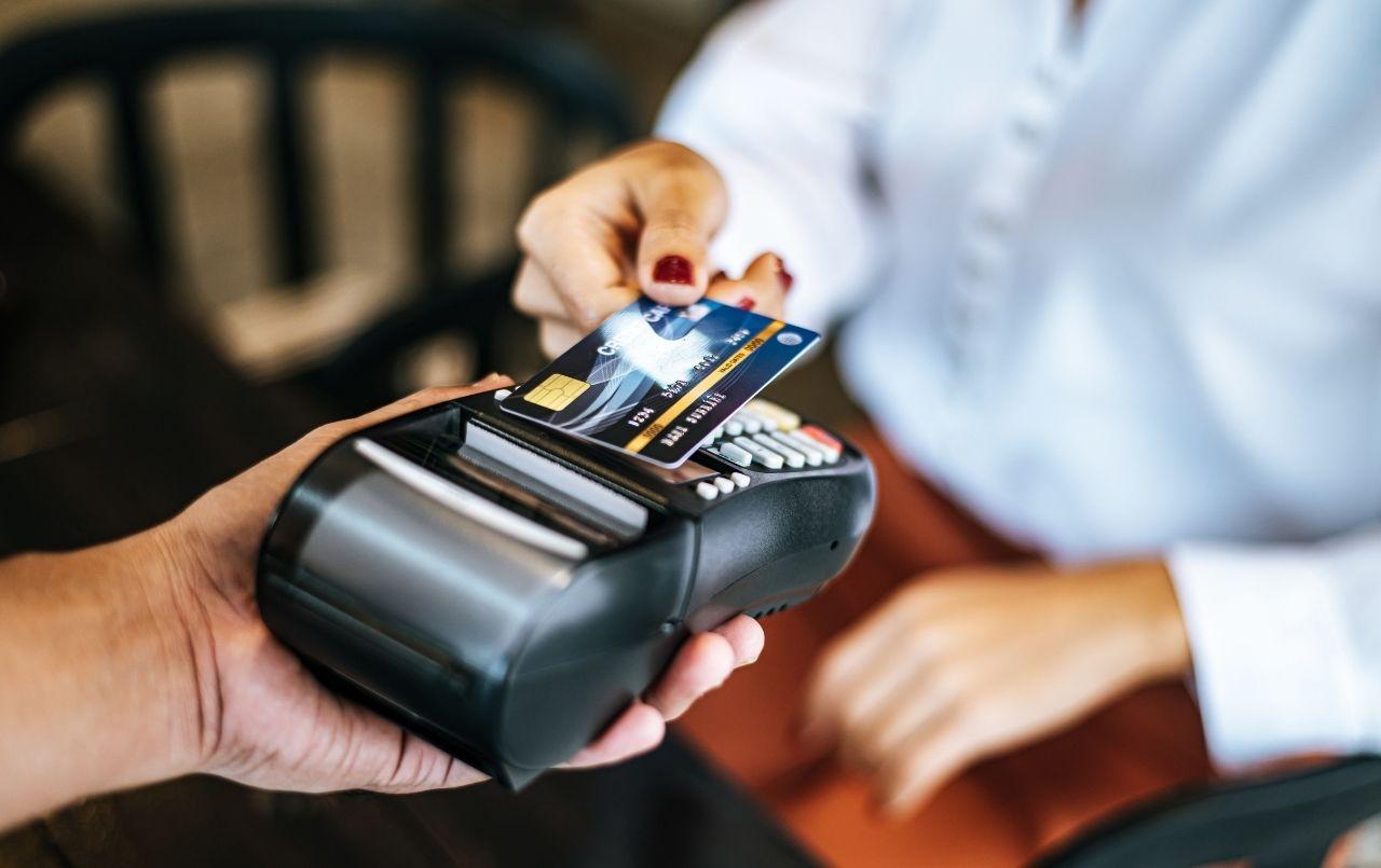 Cartão de crédito ou cartão de débito: suas diferenças e qual usar