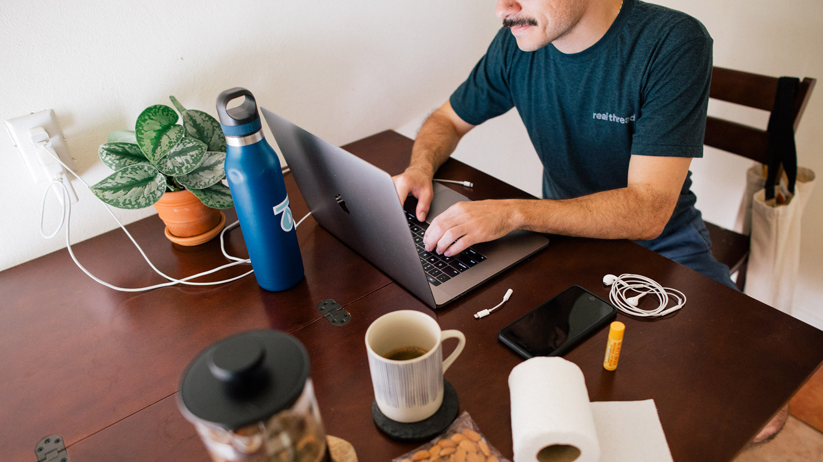 7 Work From Home Tips for Your Newly-Remote Team (From Some Pros)