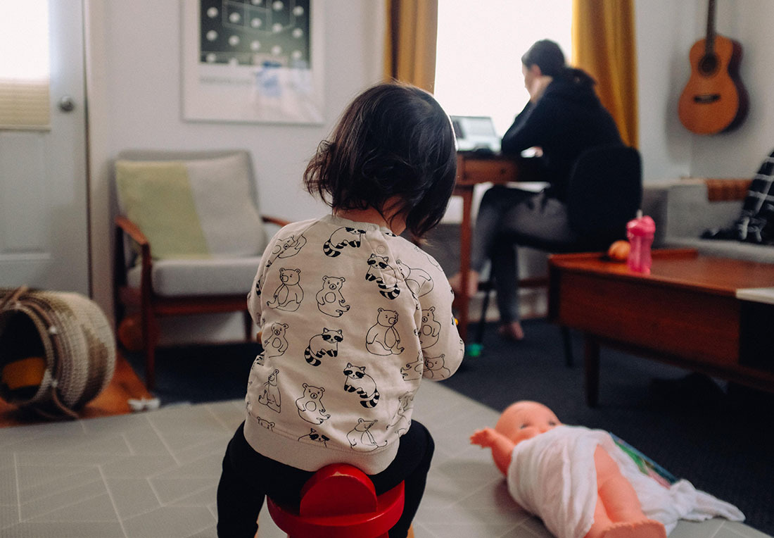 a parent works while kids play