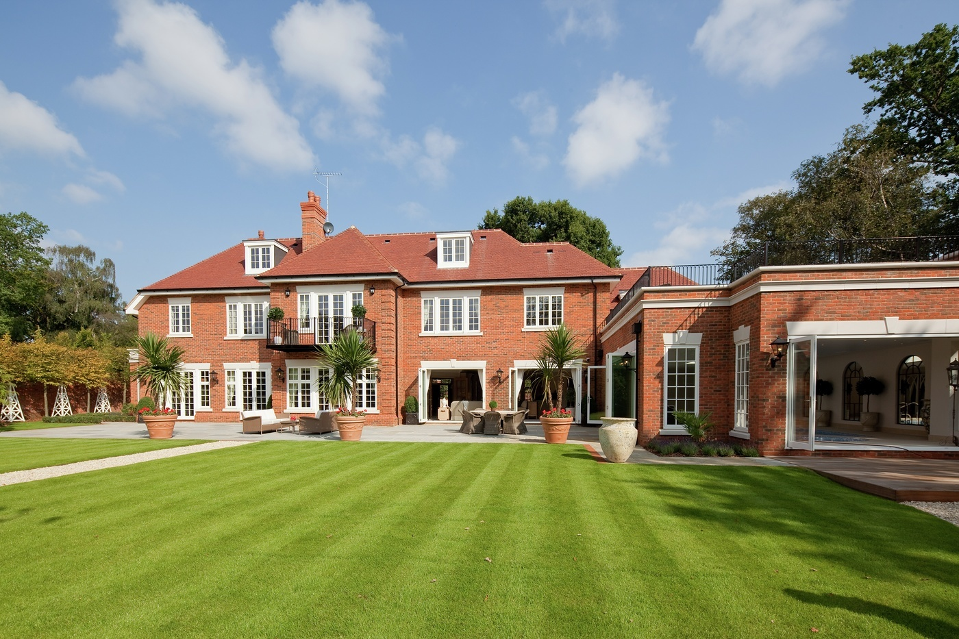 september-house-wentworth-estate-our-work-private-clients-ascot-design-view2.jpg