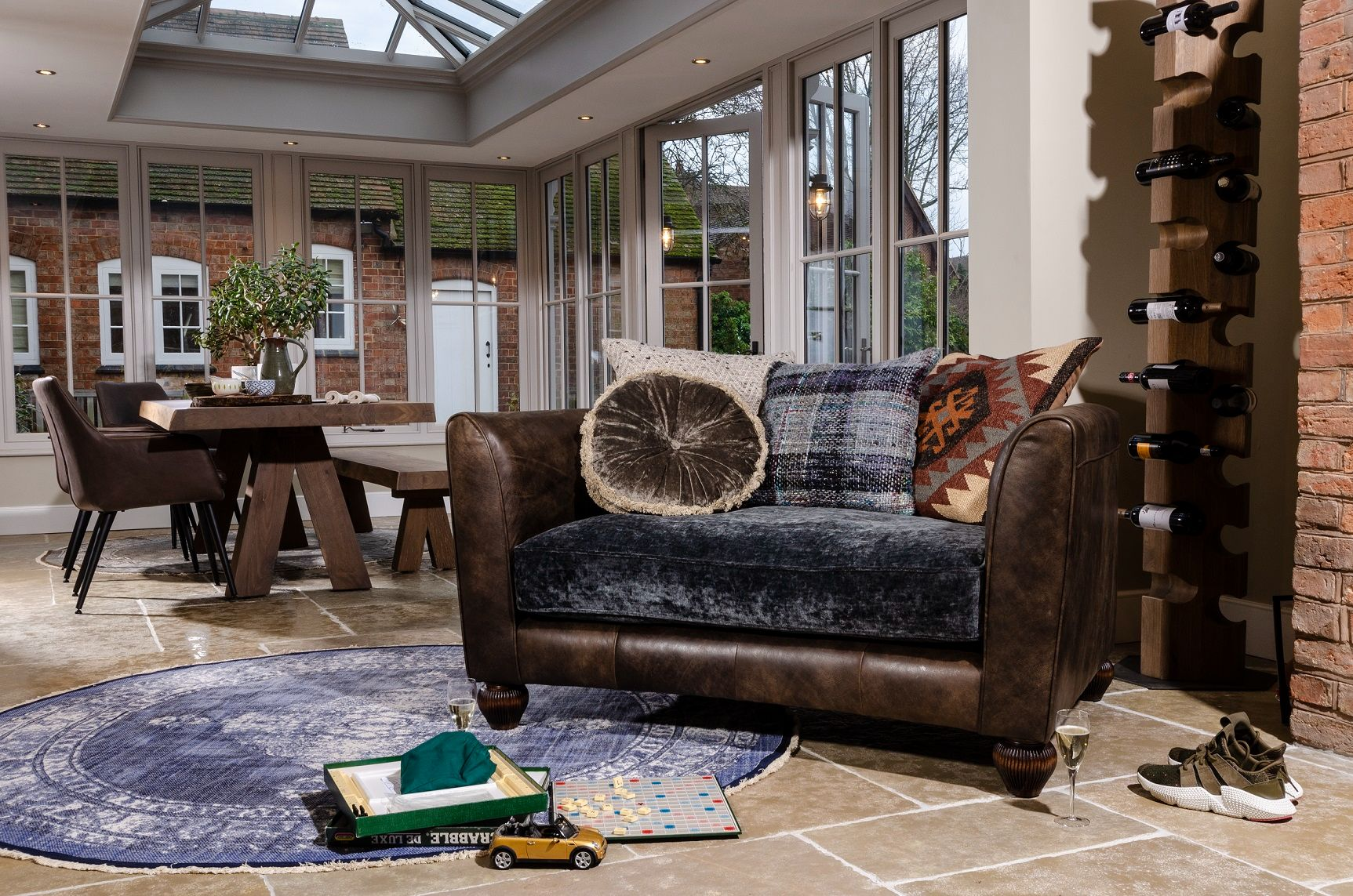 TETRAD HERITAGE - Lowry Snuggler Chair