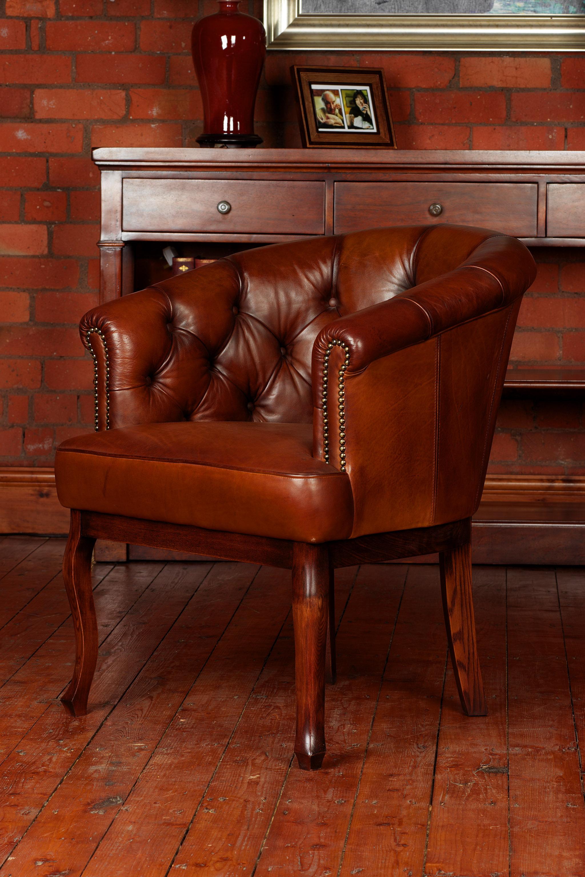 TETRAD HERITAGE - Cabriole Button Chair