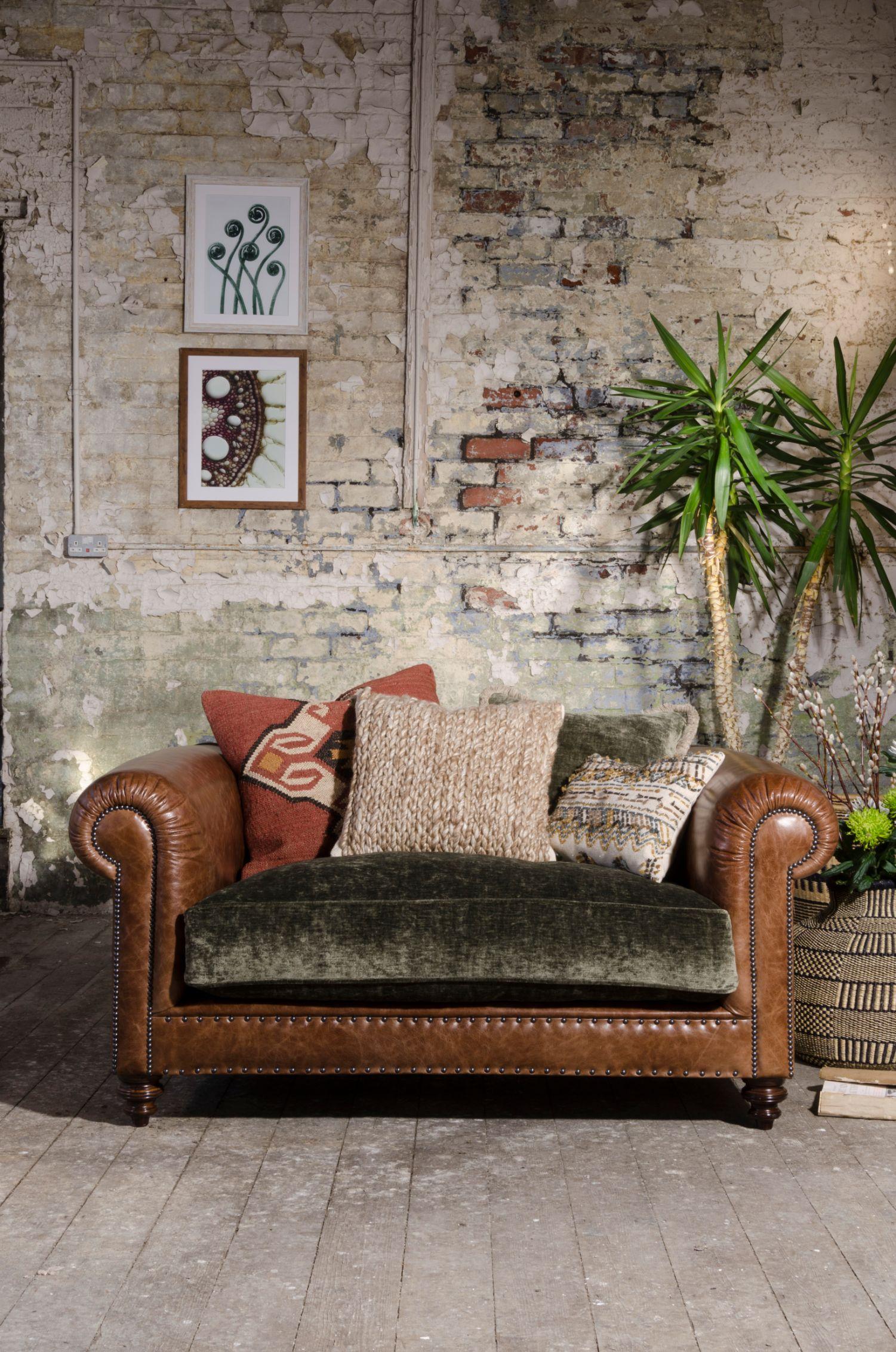 TETRAD HERITAGE - Constable Snuggler Chair