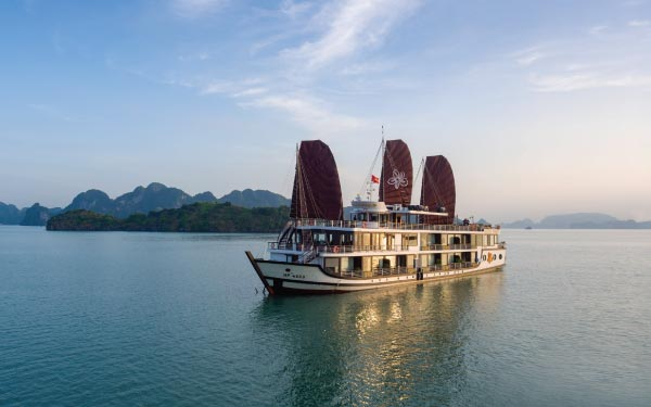Hanoi & Ha Long Bay + Ninh Binh (Overnight Cruise)