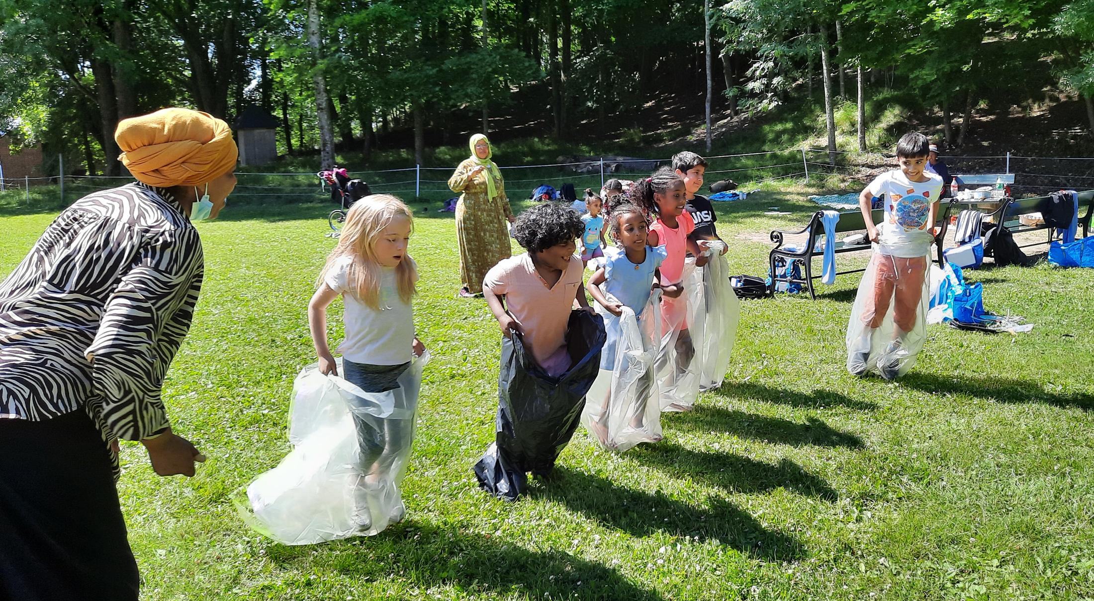 Barn i sekkeløp aktivitet