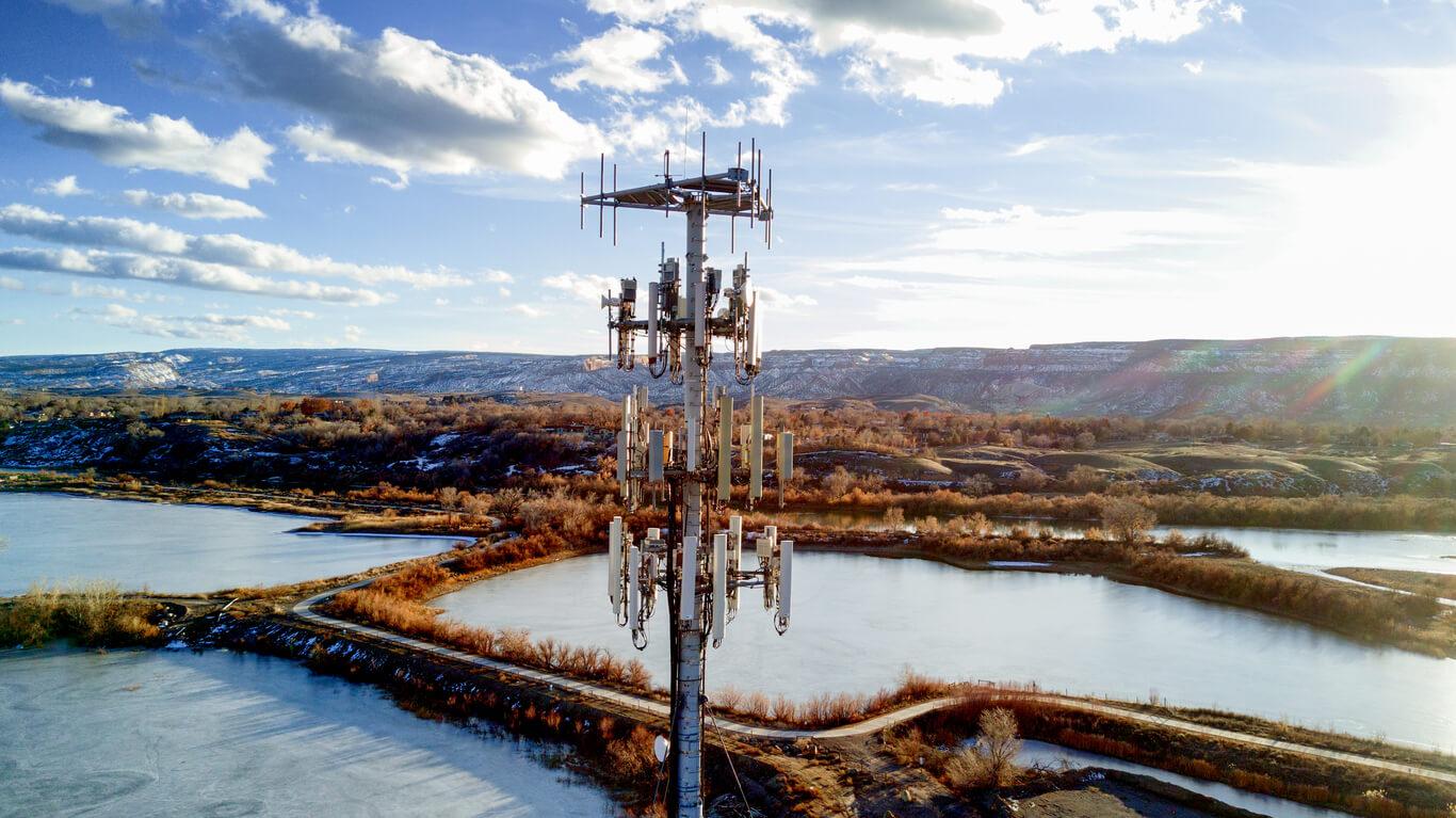 A 5G tower near lakes