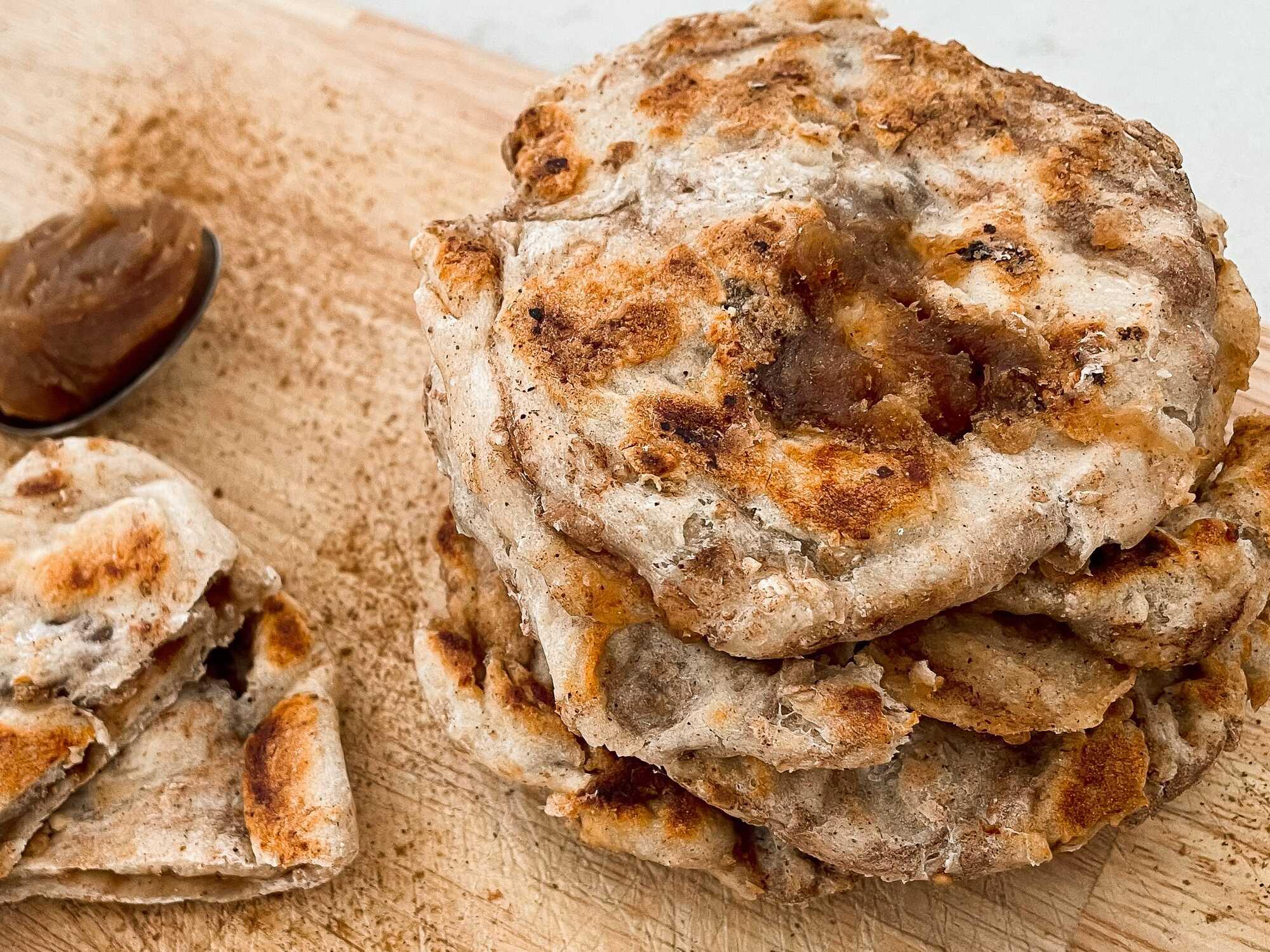 Quel plaisir pour les yeux que ces petits pains dorés, fourrés à la crème de marron et à la cannelle, ils font penser à de minis pizzas.