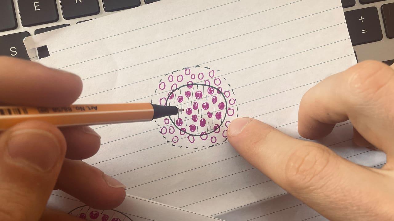 Jérémy dessine un cercle plus petit que le précédent.