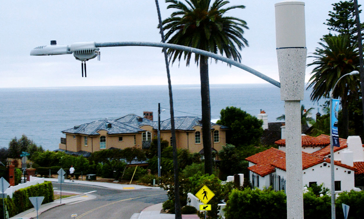 "4000 ""smart"" streetlights in San Diego contain always recording cameras and microphones"