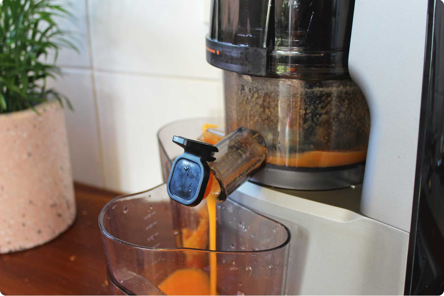 MOD cold press juicer in action