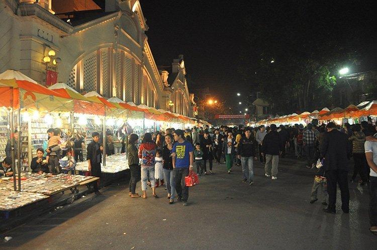 Dong-xuan-nightmarket-hanoi-nightlife