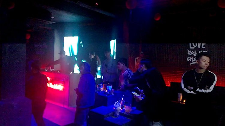 Ball-bar-Hanoi-nightlife