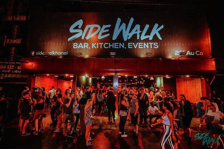 Sidewalk-bar-Hanoi-nightlife