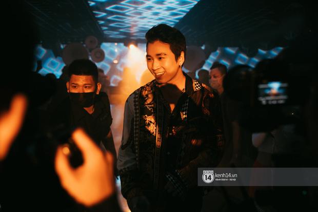 Khoảnh khắc: Karik đứng cùng khán giả chăm chú theo dõi học trò Yuno Bigboi diễn, còn cầm điện thoại quay lại đầy tự hào! - Ảnh 16.