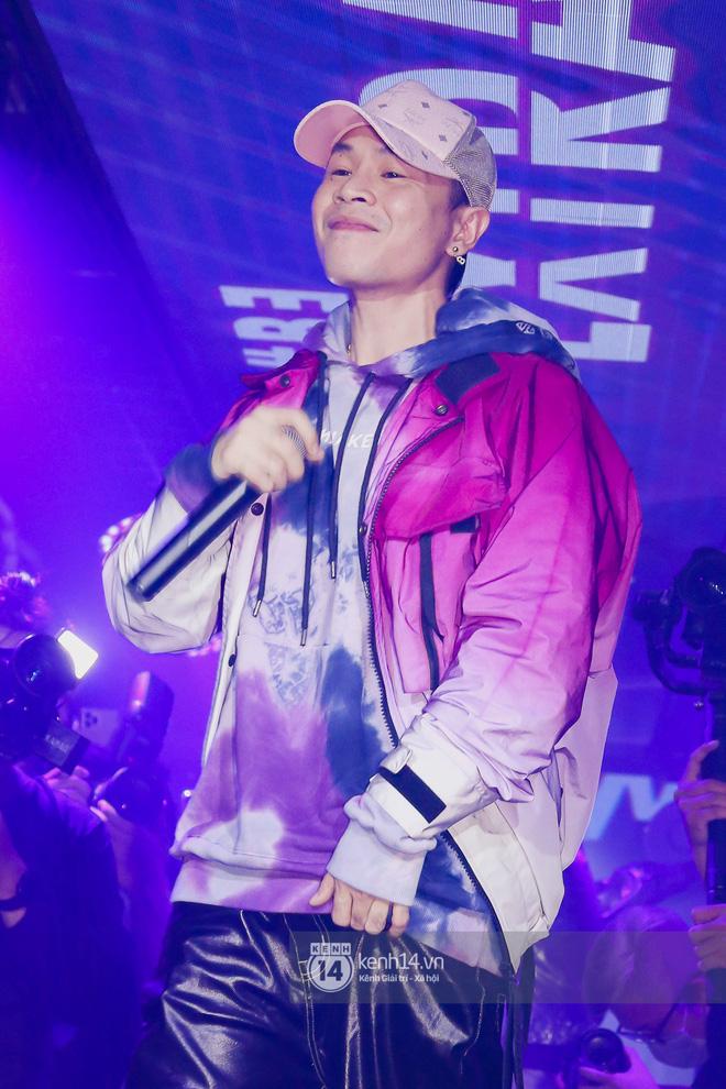 1 ngày sau khi 16 Typh bị loại, Binz rủ rê học trò cùng diễn Bigcityboi, nguyên dàn thí sinh Rap Việt bất ngờ đến chung vui! - Ảnh 14.