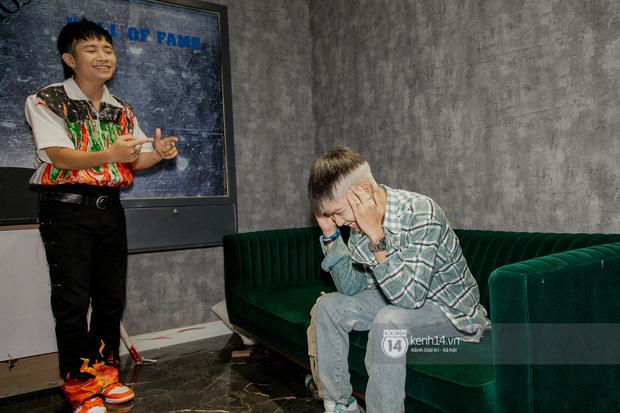 Ricky Star tái đấu R.Tee cực căng trong đêm Halloween, lần đầu diễn live Con Nhà Người Ta và đi đường quyền trực tiếp! - Ảnh 2.