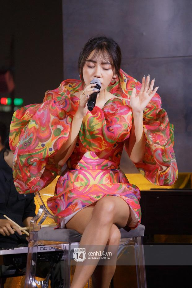 Văn Mai Hương quên lời tai hại khi trình diễn hit của Lady Gaga và cái kết nổi da gà, tự tin bắn rap rất gì và này nọ - Ảnh 4.