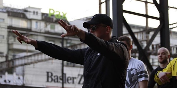 Track: Skip – «Mach Platz»