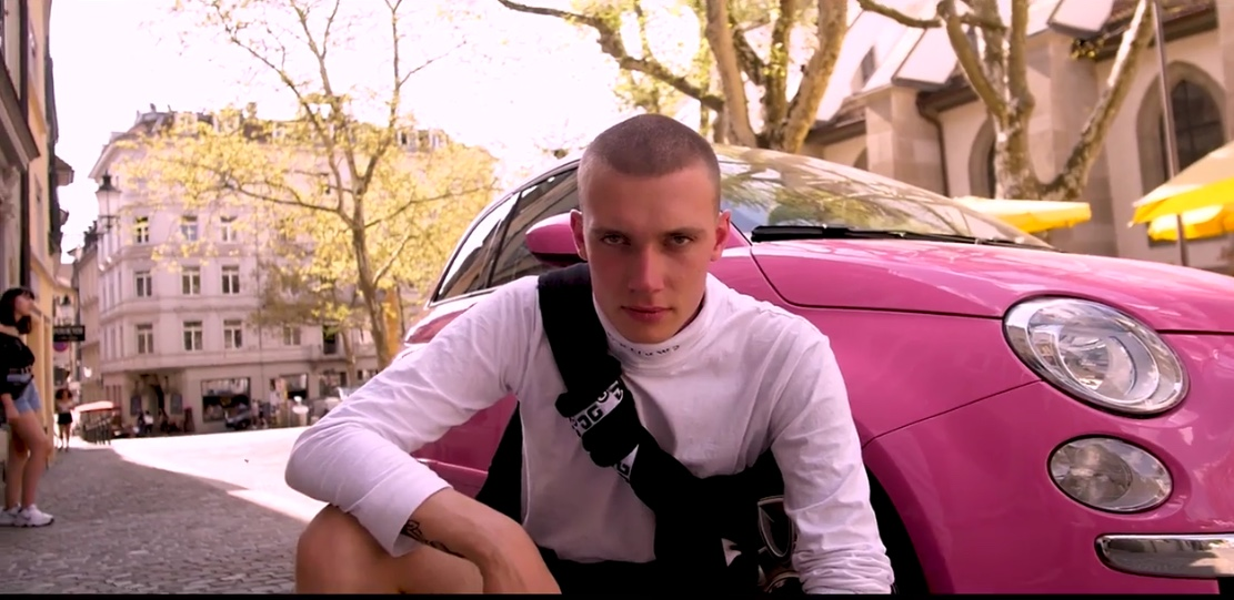 Video-Premiere: tracksuitdaddy - «Rosa Brille»