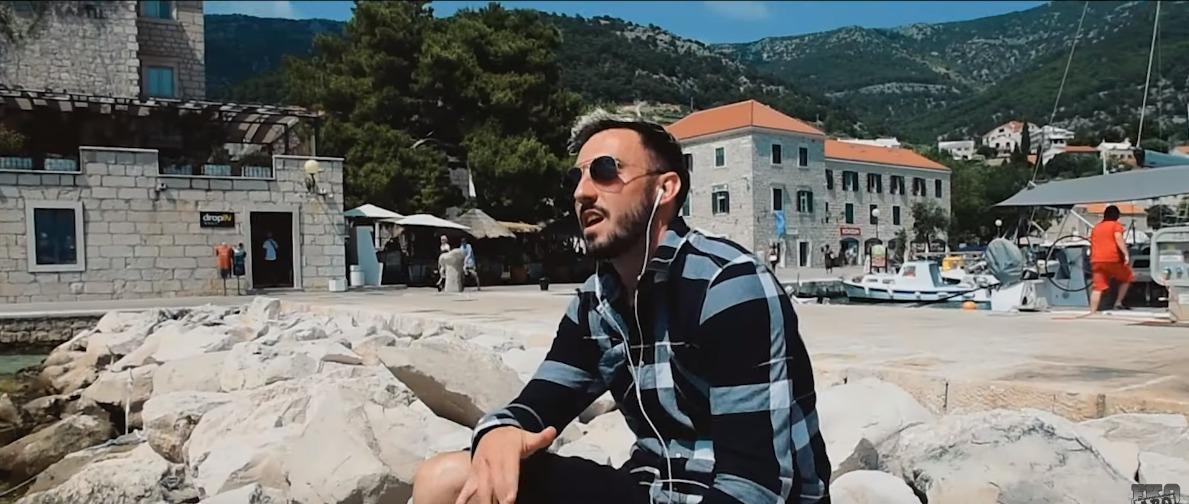 Nati-Fussballer Josip Drmic versucht sich zusammen mit Eko Fresh und Chekaa im Rappen