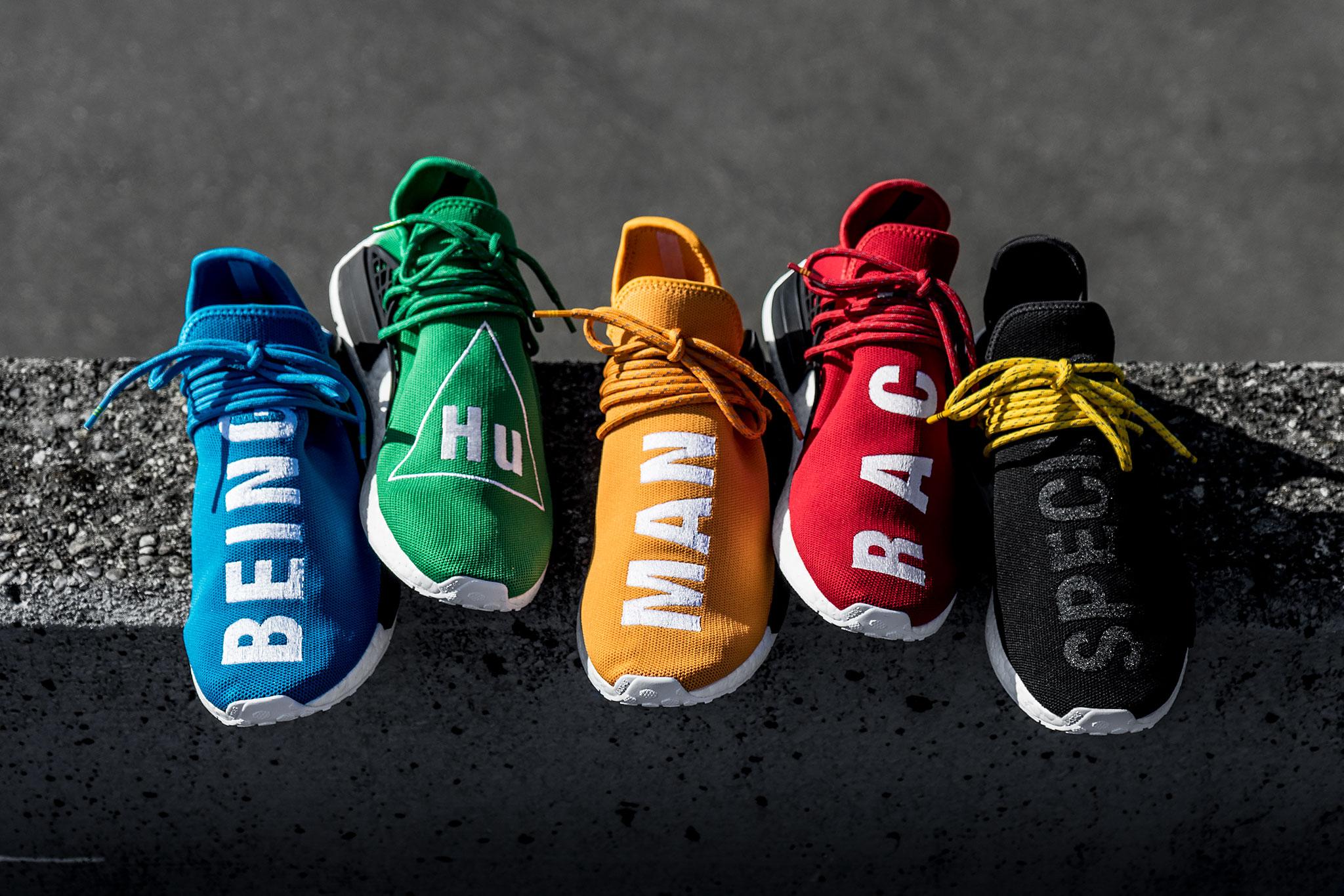 Damit hat sich Pharrell einen Namen gemacht: Schuhe mit knalligen Farben und grossen Lettern