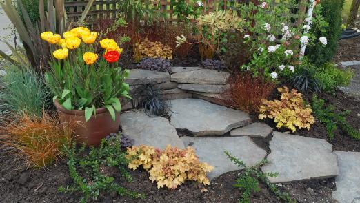 landscaped garden decort