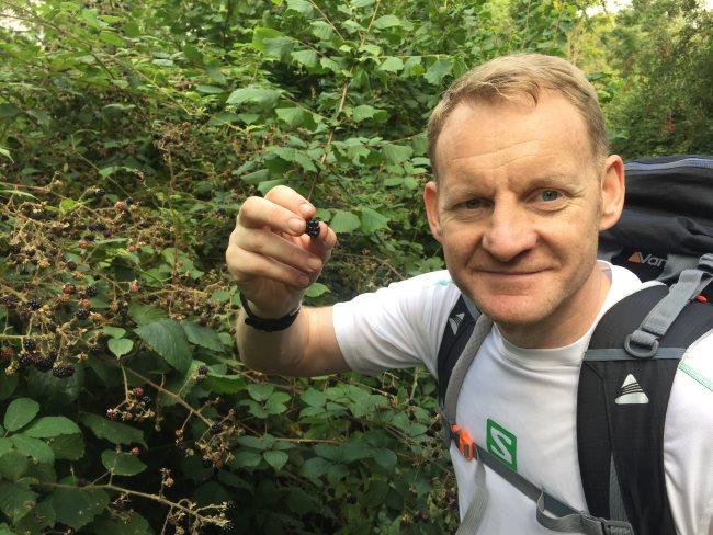 christopher brisley eats blackberries take a challenge