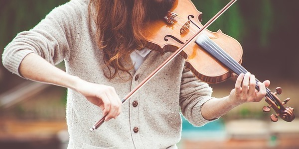 A person practising the violin