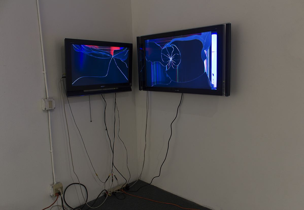 Cuent@s - audio/video installation, 2 broken LCD televisions, media player, cables (2017)