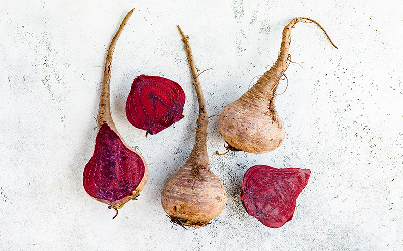 Anti-inflammatory meals that include colorful fruits and veggies, such as beets, prevent damage to cells and tissues.