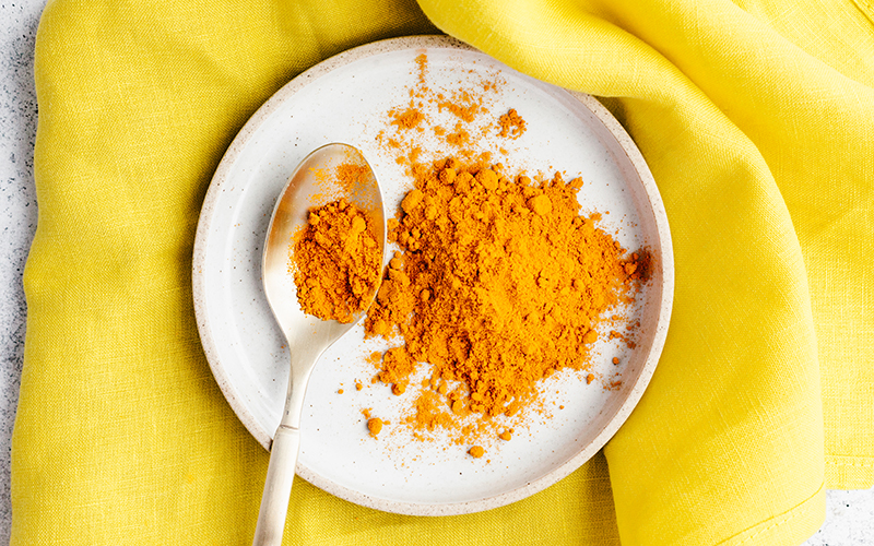 Adding spices like turmeric to your food makes for favorable anti-inflammatory meals.