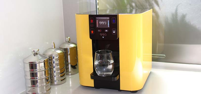 Countertop boiling water system
