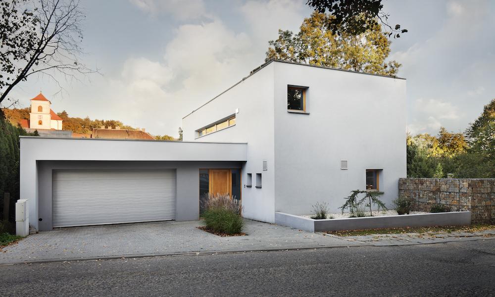 Garage intill hus